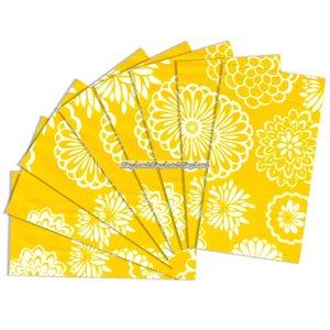 Gult presentpapper med blommor - 8 ark