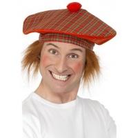 Skotskrutig mössa med hår